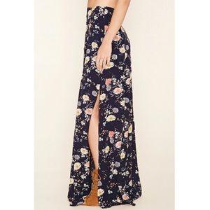Maxi floral skirt Size: L